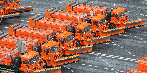Moscow protests followed by parade of municipal service vehicles