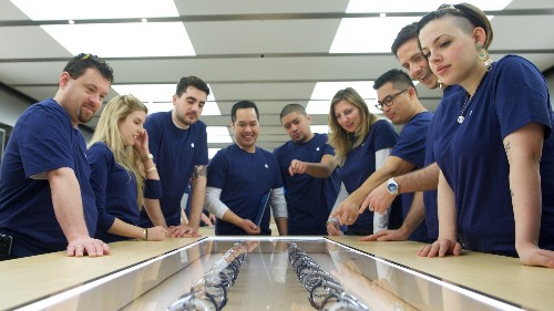 Apple Watch pre-orders were 1 million in the US on its first day, a shopping data firm estimates