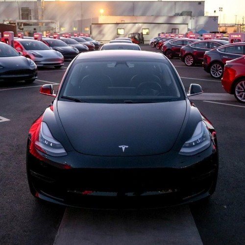 Tesla delivers a record-breaking number of cars (but probably not profits)