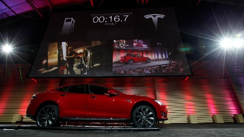 Tesla introduces robot mechanics to swap out electric car batteries