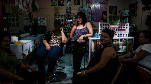 Photos: Women are dyeing their hair in El Salvador to avoid gang violence