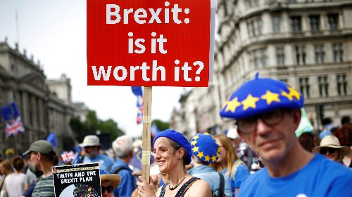 Tens of thousands gather in London to demand a new Brexit vote