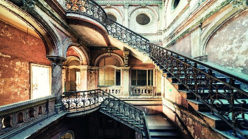 This photographer captures the eerie charm of the world's abandoned palaces