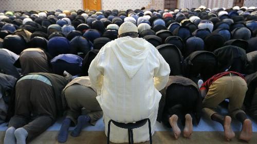 To combat extremism, France will issue licenses to imams