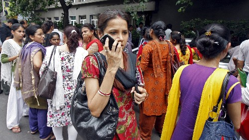 The fate of smartphones in India depends on festivals and feature phones