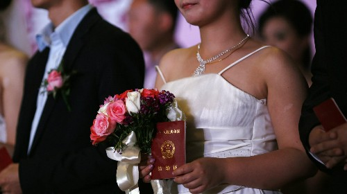 """China's """"homowives"""" are becoming unlikely champions for gay rights"""