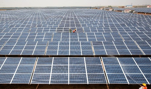 Solar is now cheaper than coal-based electricity in India, but the math makes no sense