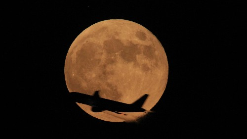 """Prepare yourselves: A rare """"supermoon lunar eclipse"""" is coming"""