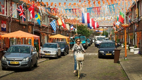 """A Dutch city is giving money away to test the """"basic income"""" theory"""