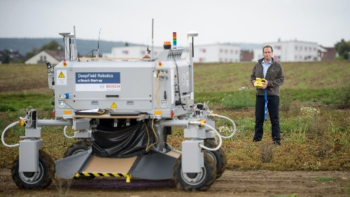 This robot kills weeds, and could end the need for herbicides on farms