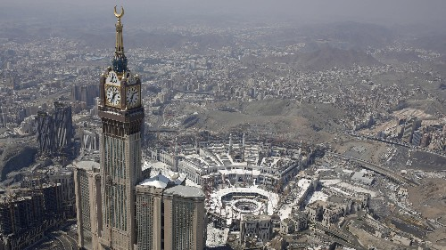 Mecca belongs to all Muslims, and Saudi Arabia shouldn't be allowed to run it