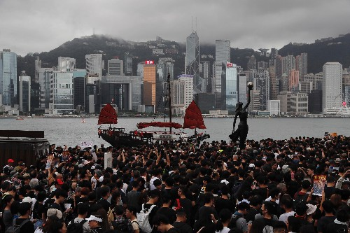 Hong Kong protesters use AirDrop to breach China's Firewall