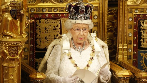 Queen Elizabeth and the UK government want to give prisoners iPads and Skype