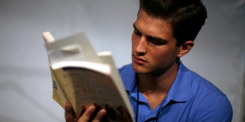 People who skim online articles are just as cultured as book snobs