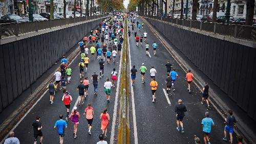 Computer scientist studying marathon times of runners around the world concludes to win the race you should start slow