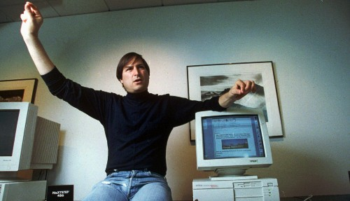 "Watch a young Steve Jobs explain why most professional managers are ""bozos"""