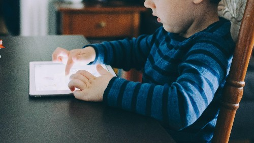 """""""It's not a drug, but it may as well be"""": Expert opinions on whether kids are addicted to tech"""