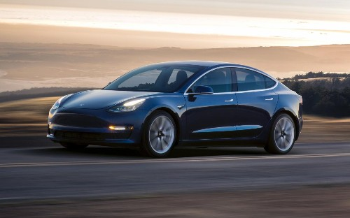 Tesla shrunk the battery to start selling its promised $35,000 Model 3