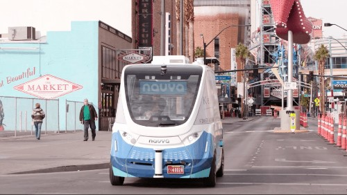 The first driverless bus on America's public roads travels only 1000 feet