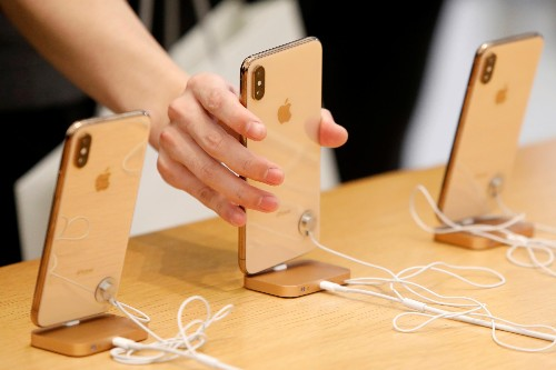 How students with counterfeit iPhones from China scammed Apple