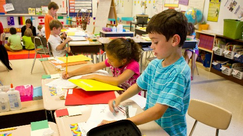 Standing desks make children better students