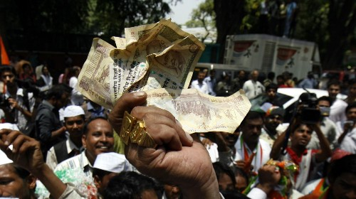 With India Inc. behind the BJP, Congress is running out of cash