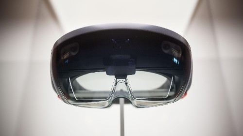 The most glaring drawback to Microsoft's HoloLens goggles