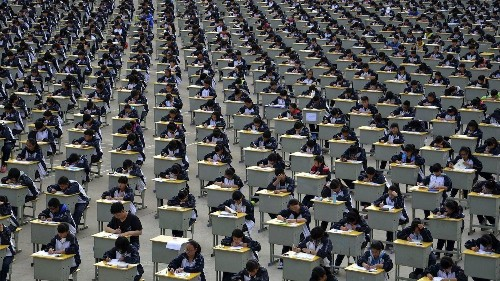 8,000 Chinese students were expelled from US universities last year, mostly for cheating and bad grades