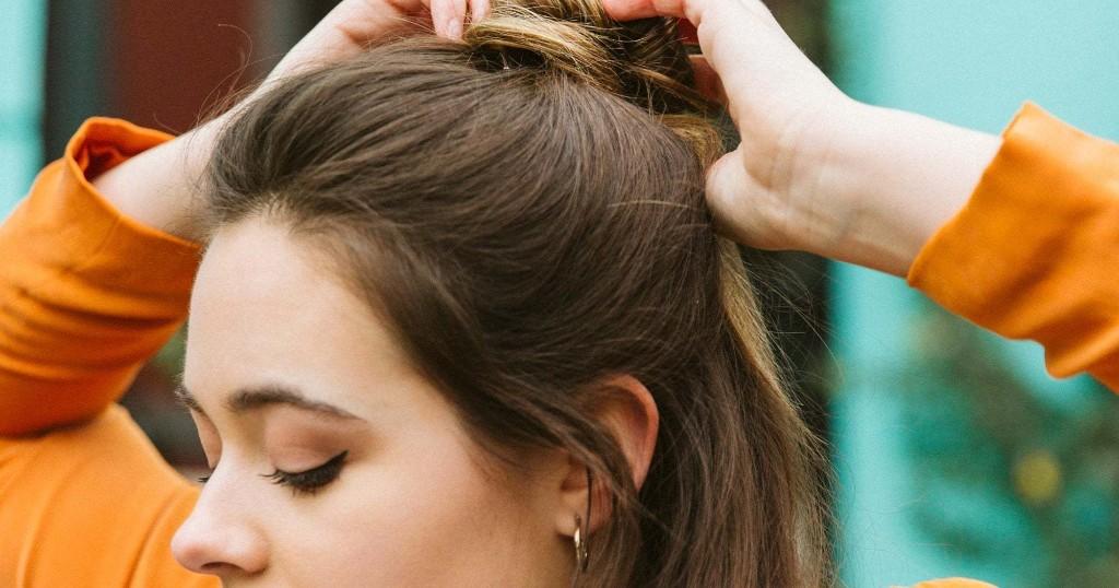 Ist es wirklich besser, die Haare an der Luft trocknen zu lassen, statt sie zu föhnen?