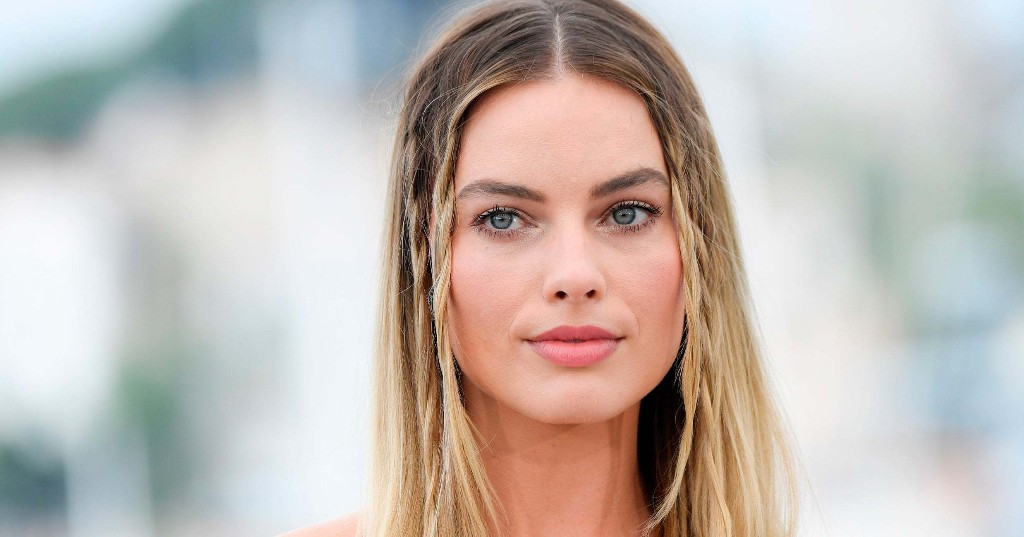 Margot Robbie's Summer Manicure Is Unexpected So Chic