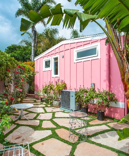 Betsey Johnson's Pink Trailer Home Is On The Market & You Have To See The Inside