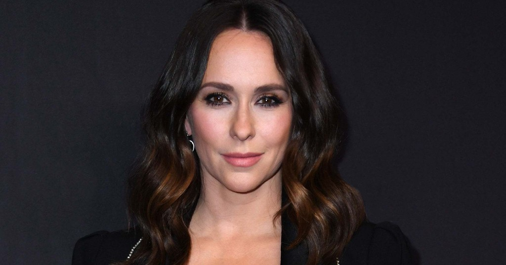 Jennifer Love Hewitt Dyed Her Hair Pink In Quarantine It Looks Really Good