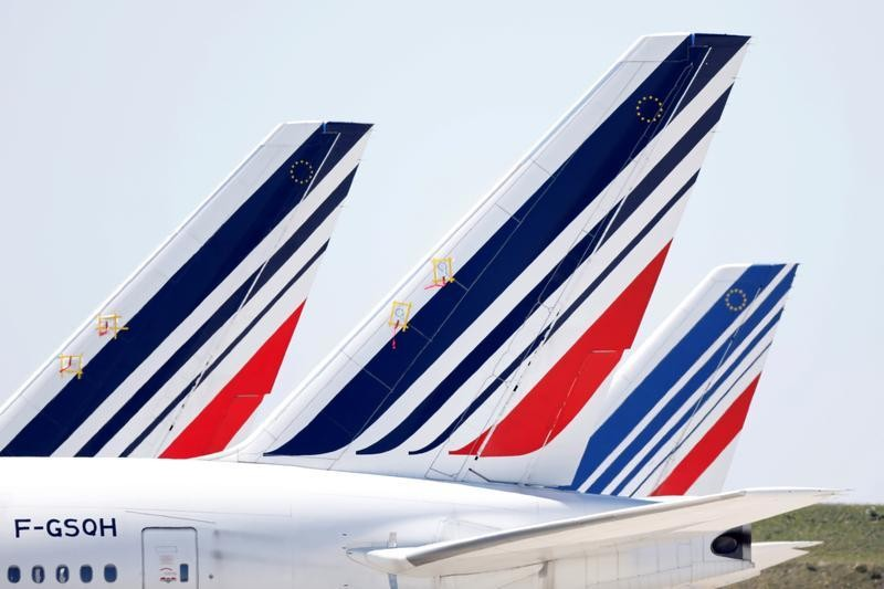 France moves to freeze plans for environmental tax on airlines