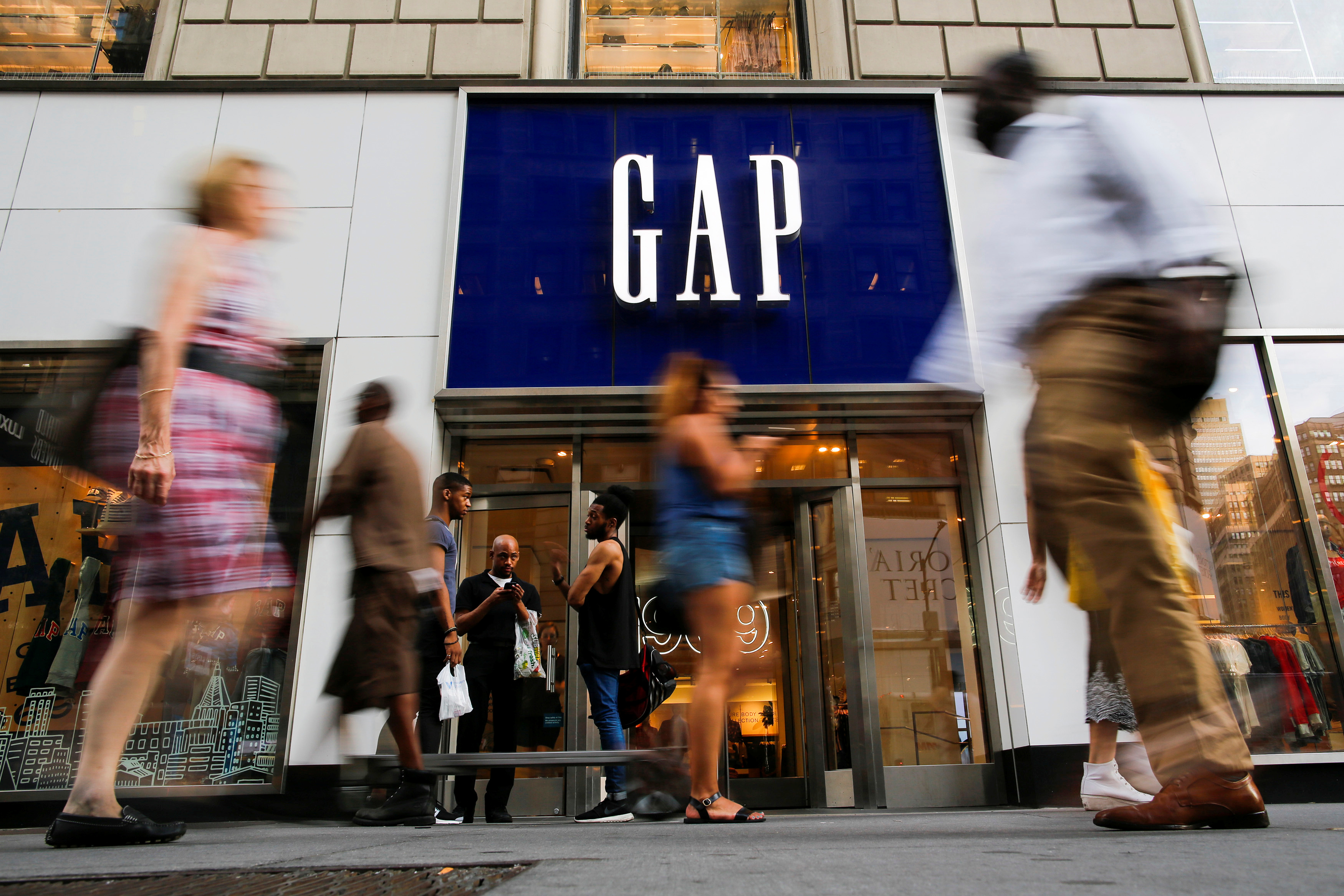Gap sees 2020 profit above estimates, flags $100 mln virus hit to sales