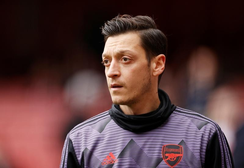 Ozil out of Arsenal's Premier League squad, surprise Cech inclusion for Chelsea