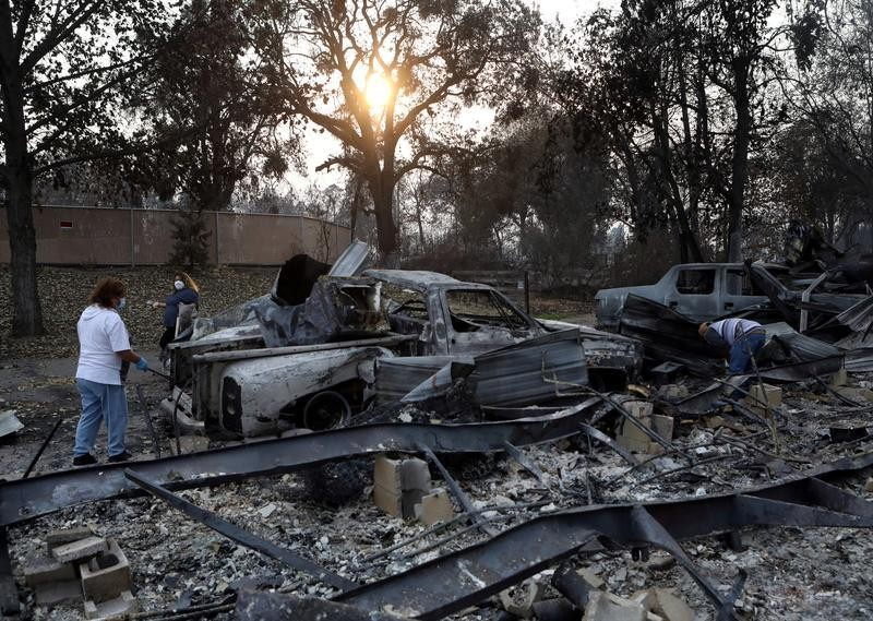 California firefighters make stand to save famed observatory, homes
