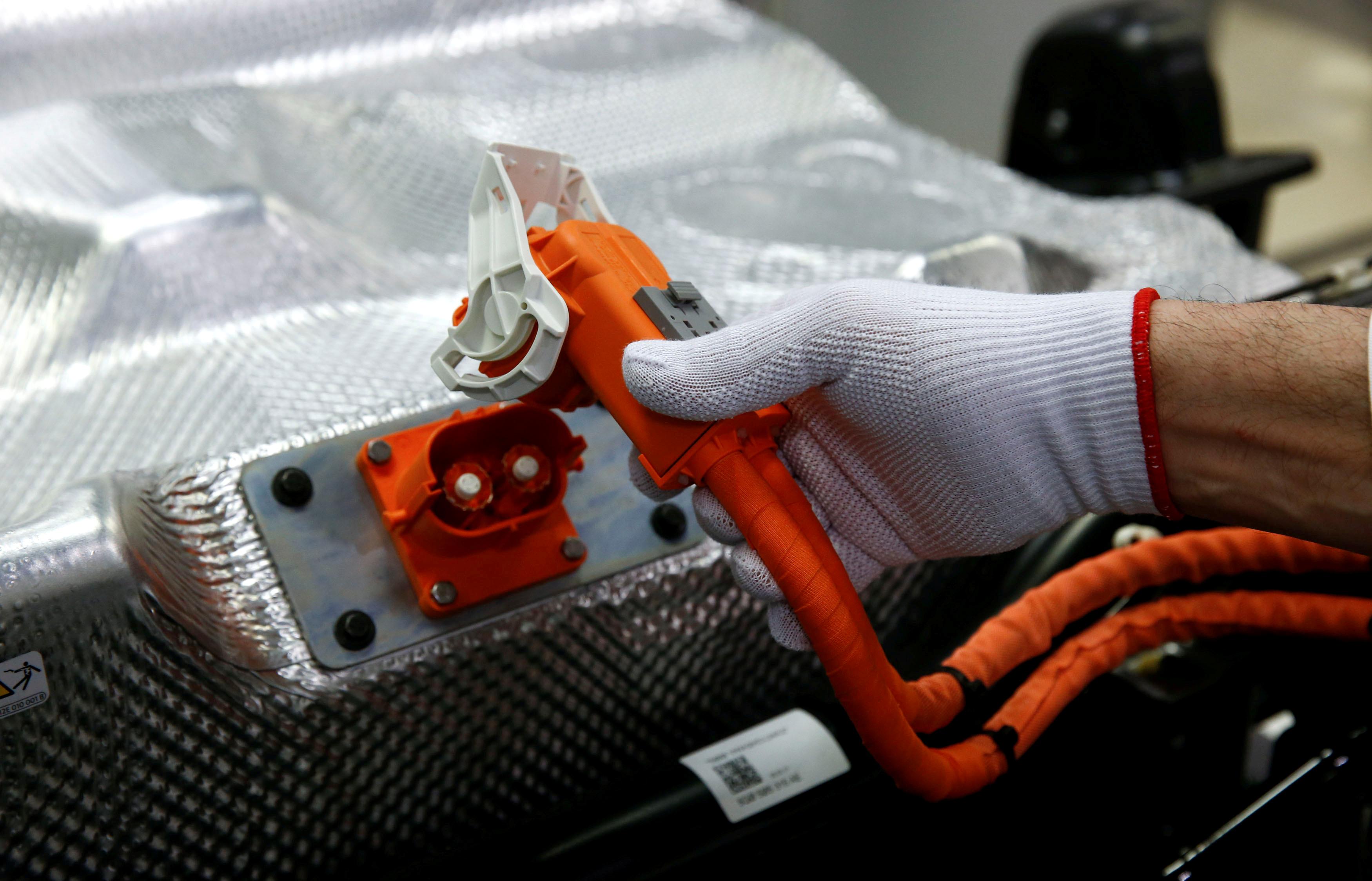 Volkswagen open to joining German battery cell consortium: source