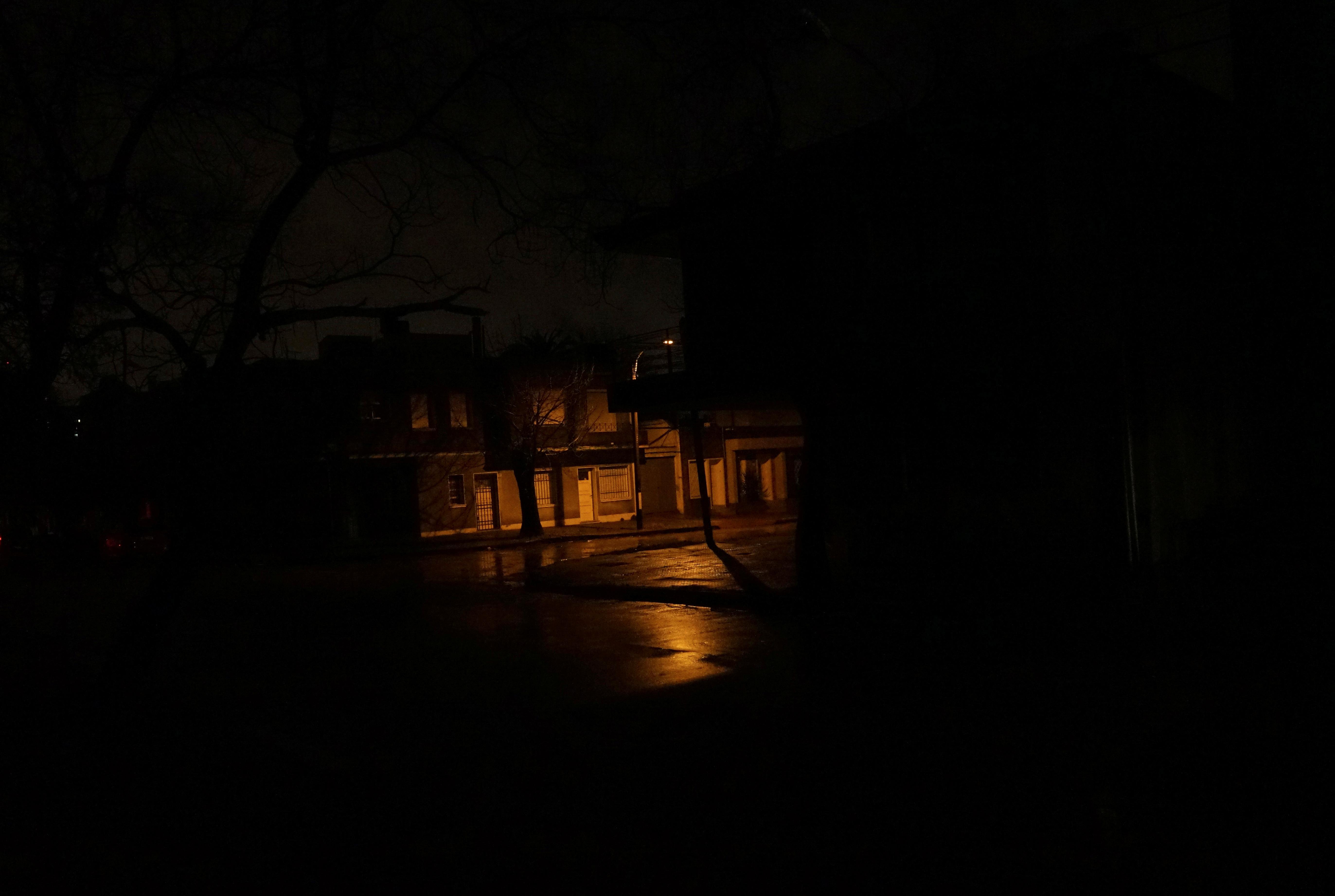 Lights back on, Argentine leaders still in dark over massive power cut