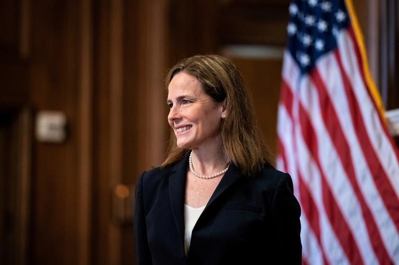 Democrats seize on U.S. Supreme Court election deadlock in Barrett fight