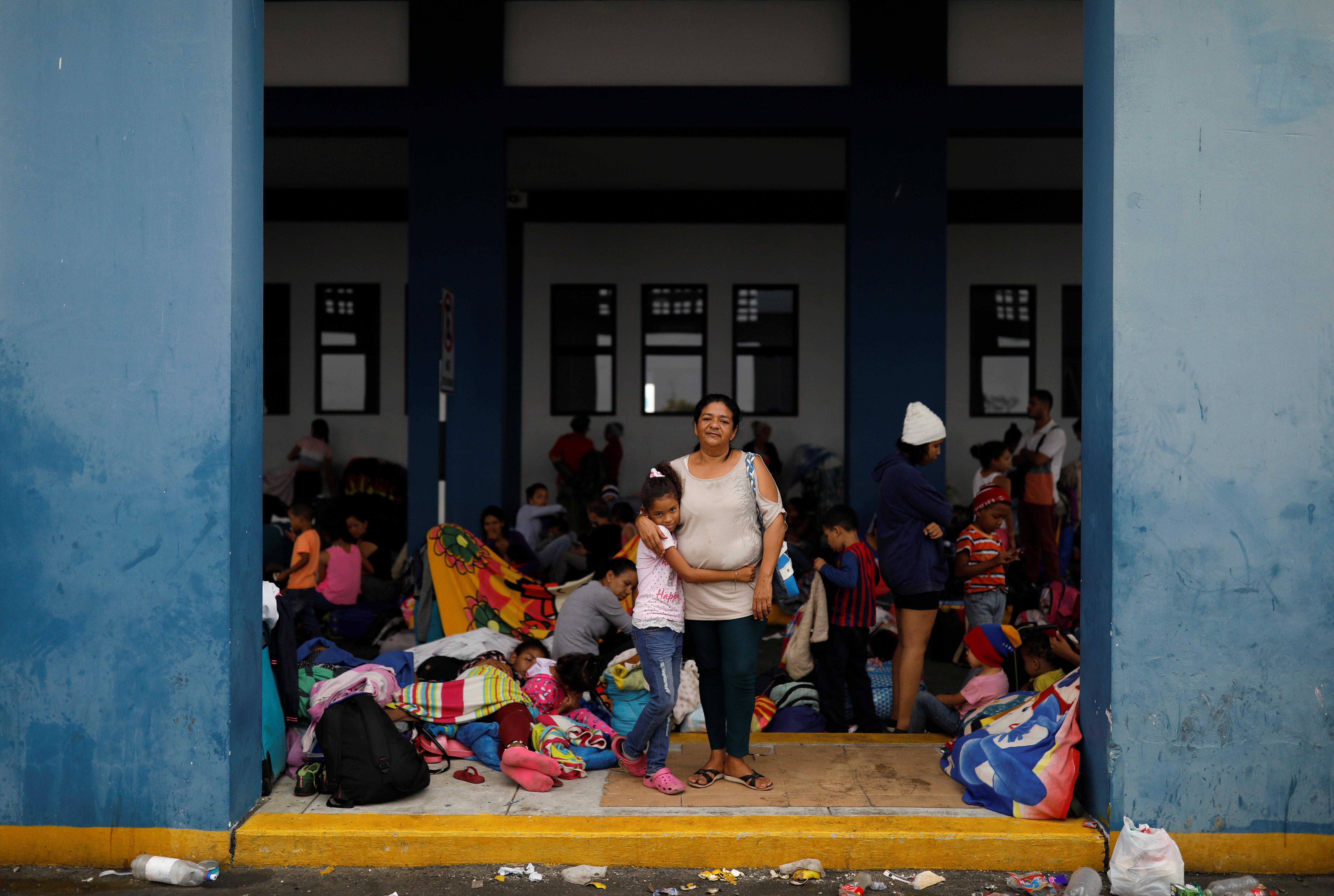 Venezuelan mothers, children in tow, rush to migrate