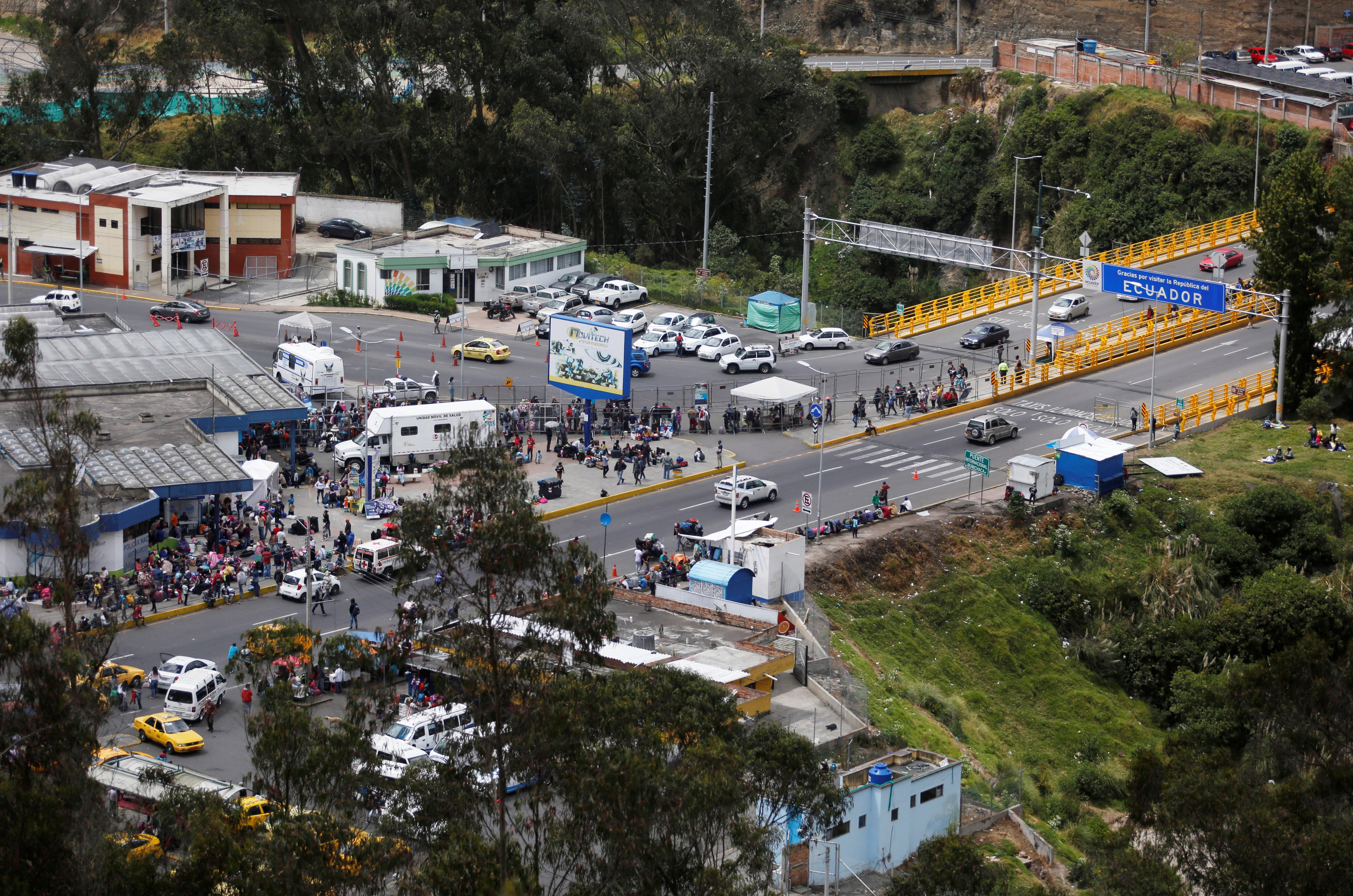 Venezuelan migrants flood into Ecuador ahead of new visa restrictions