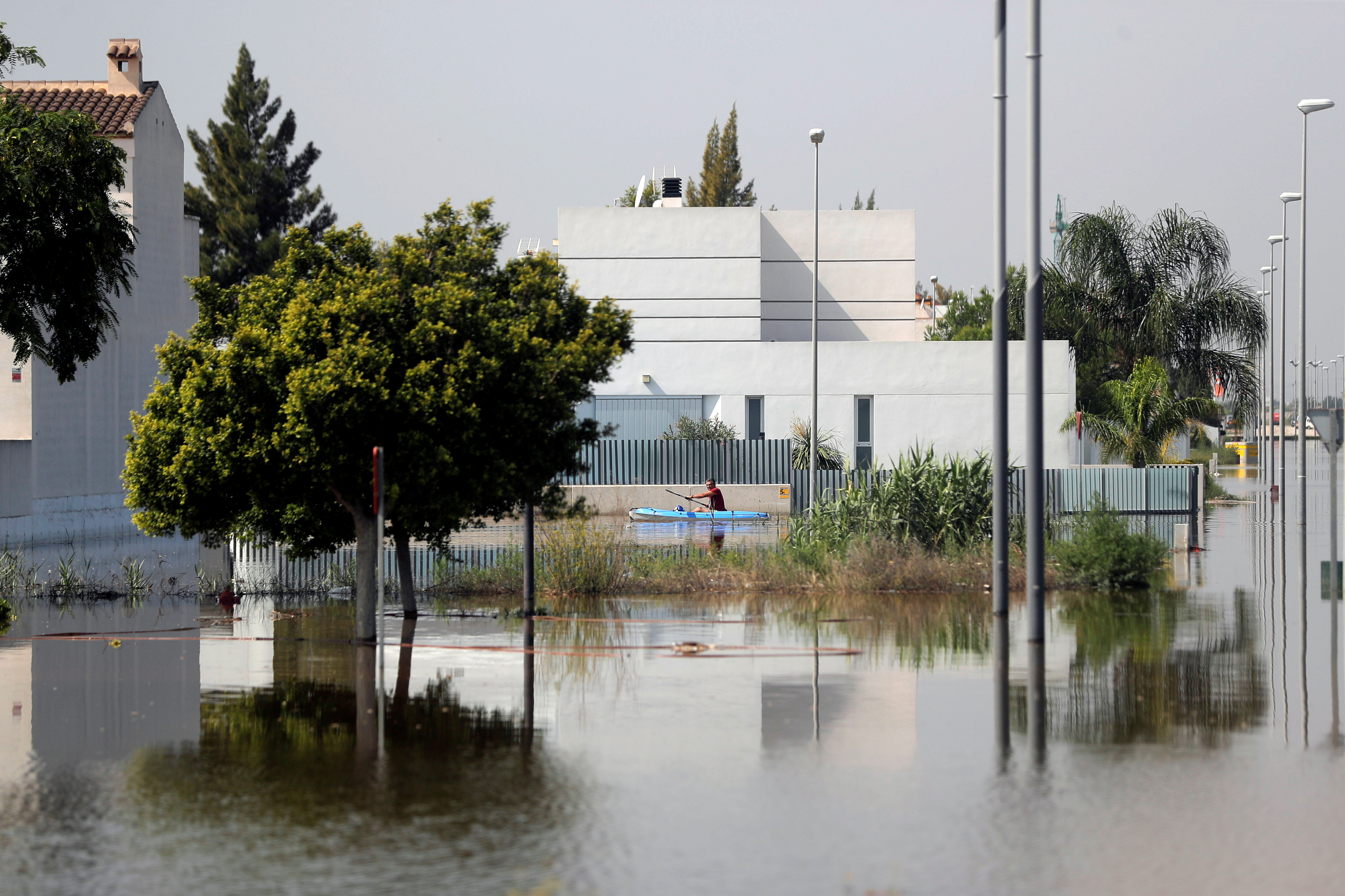 Spain approves 774 million euro help package after floods, wildfires