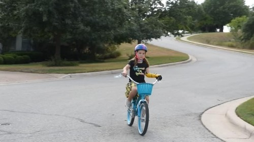 Bionic girl realizes her dream to ride her bike | Reuters Video