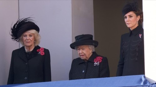 Queen leads Remembrance Day ceremony in London | Reuters Video