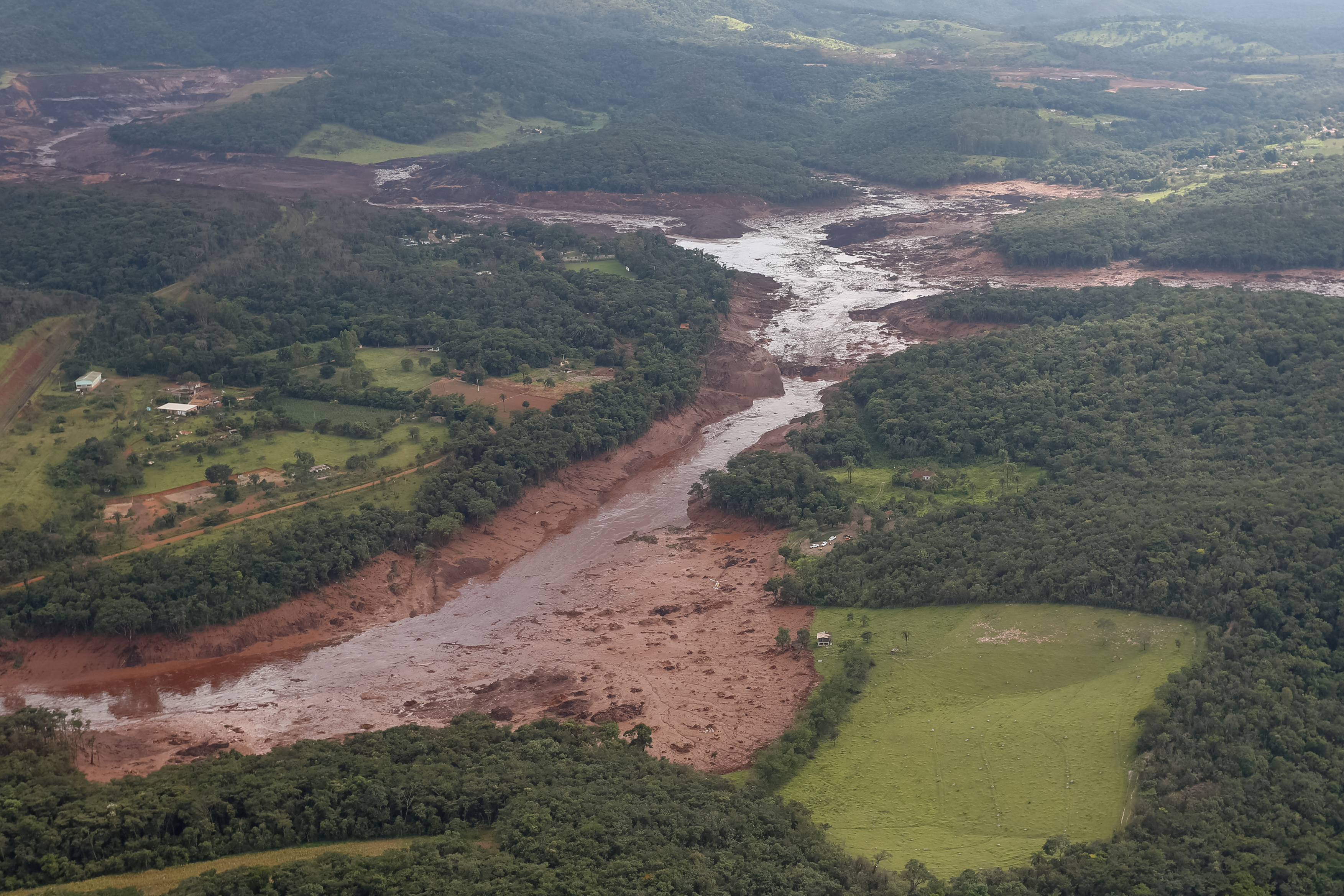 Hundreds missing in Brazil, 34 found dead, after Vale dam burst