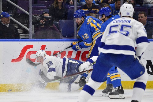 Blues hold on after fast start to sweep past Lightning