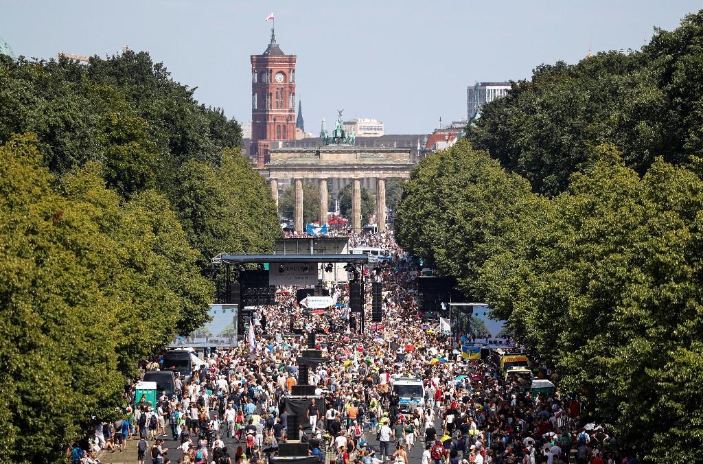 Thousands march in Berlin against coronavirus measures   Reuters Video