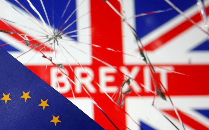 Time running short, UK and EU get back down to Brexit business
