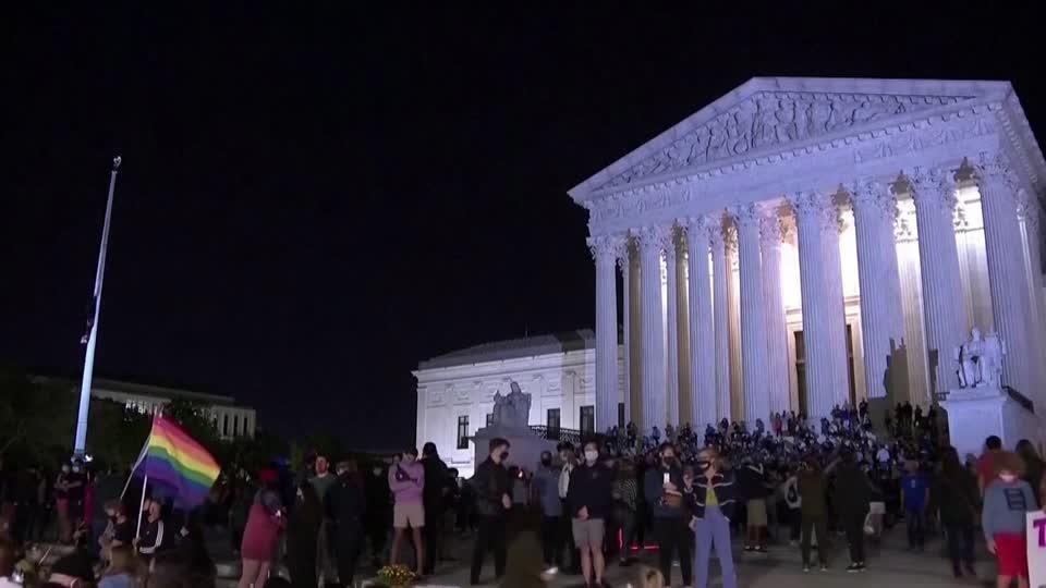 Crowds at Supreme Court mourn loss of Ginsburg | Reuters Video