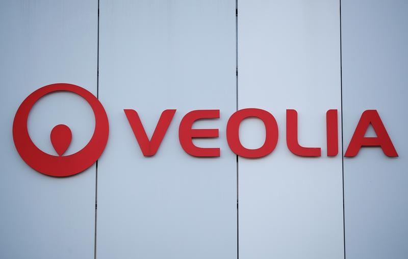 Veolia, Engie close to deal on Suez stake as talks extended
